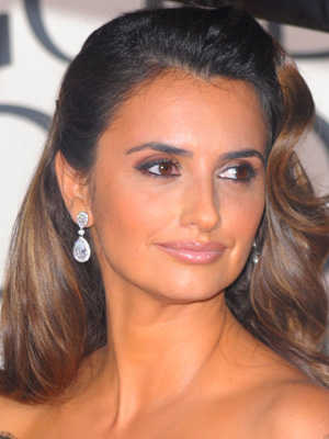 Penelope Cruz at the 2010 Golden Globe Awards 2010-01-17 18:28:56