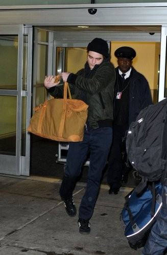 5 Brand New Photos Of Robsten Arriving in NYC