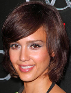 How to Get a Pretty Bob Haircut