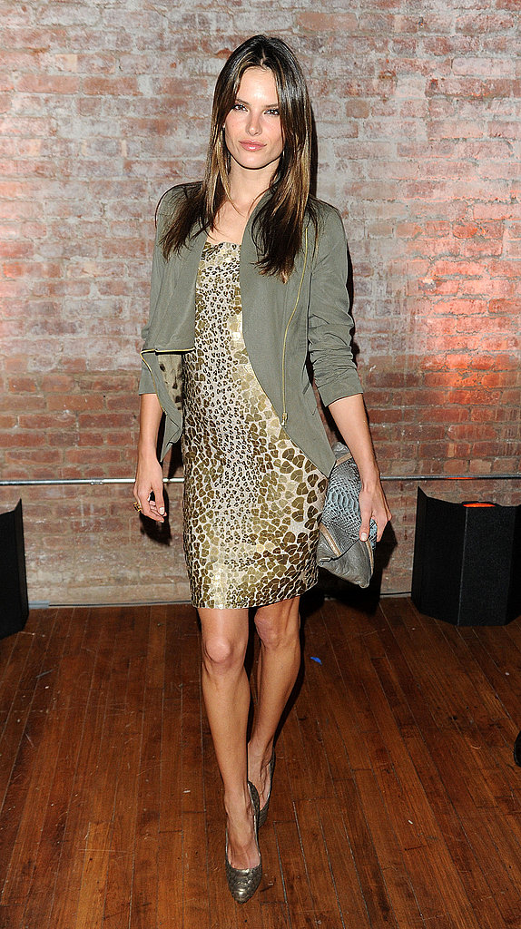 The color flow of Alessandra Ambrosio's outfit is fabulous — leopard and olive green, duly noted.