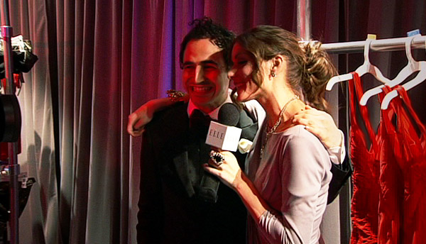 Olivia interviewed pal Zac Posen and looked damn cute while doing it. Her soft pink dress was demure, but her chunky jewels played it up. Can I have those red dresses in the back?!