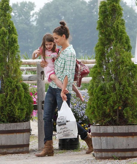 Pictures of Tom, Katie, Suri