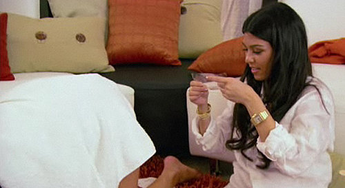 Kourtney Kardashian Gives Sister Khloe a Wax Job on Kourtney and Khloe Take Miami