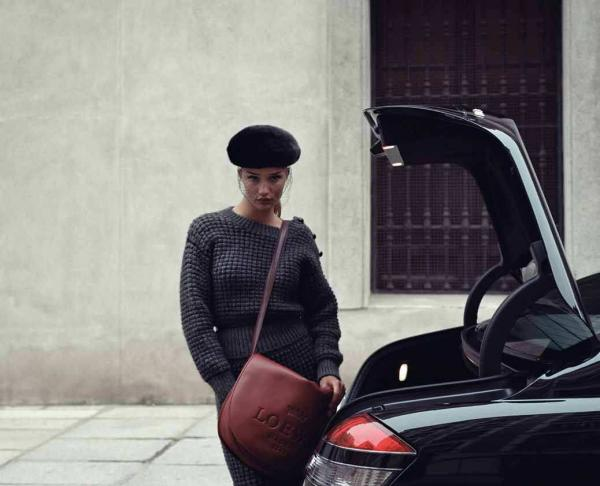 Rosie pouting in a sweater, beret, and cross-body Loewe bag. Totally different than her Pirelli pose, right?