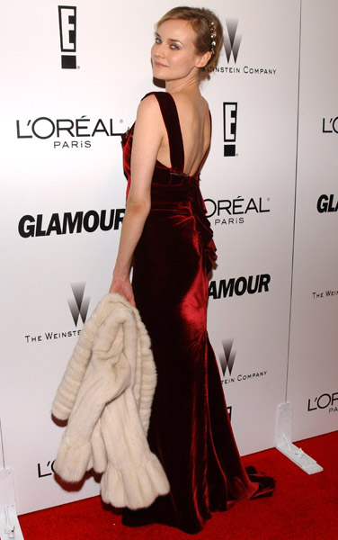 She revealed her sexy back at the Glamour 2006 Golden Globe afterparty.