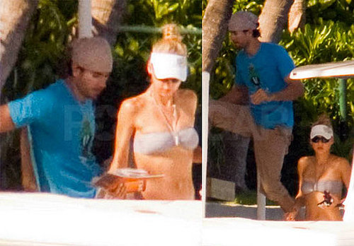 Bikini Pictures of Anna Kournikova and Enrique Iglesias Boating in Miami
