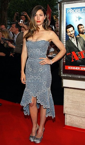Jessica's blue beaded Versace showed off all her toned curves at the Berlin premiere. What a great decolletage she has!