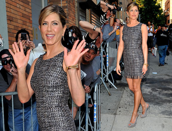 Jennifer Aniston Arriving at The Daily Show 2010-08-19 21:30:35