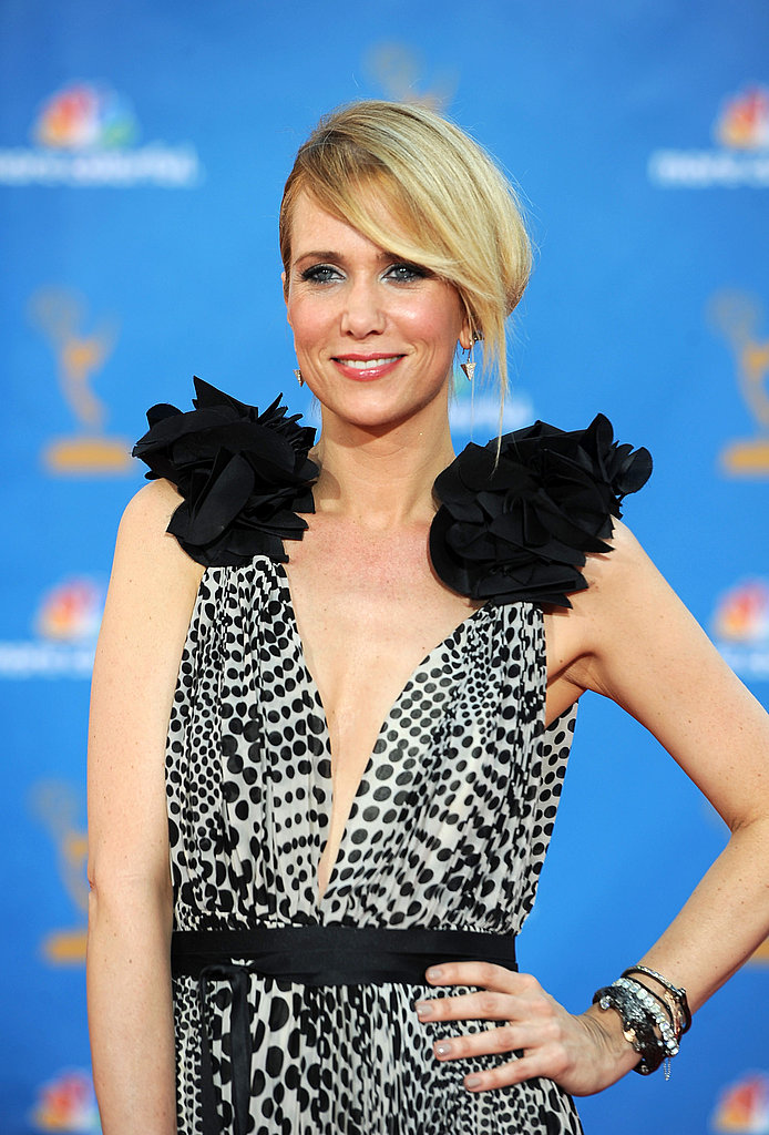 Kristen Wiig showed major shoulder love.