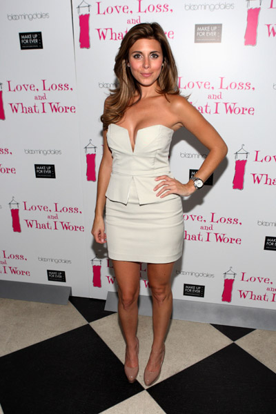 Wow! Jamie-Lynn Sigler has left me speechless. Hot dress, gorgeous shoes, cool watch.