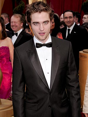 Robert Pattinson Wins Sexiest Vampire Contest Honors Against Ian Somerhalder and 29 Other Vampires According 2 Glamour Magazine