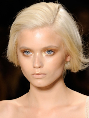 Beauty Tips: Makeup Artist Brett Freedman Shares His Advice on Wearing Gold Eyeliner