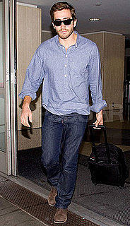 Pictures of Jake Gyllenhaal Arriving at LAX 2010-10-18 09:30:00