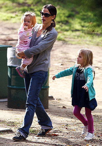 Pictures of Jennifer Garner, Violet Affleck, and Seraphina Affleck at Soccer Practice in LA