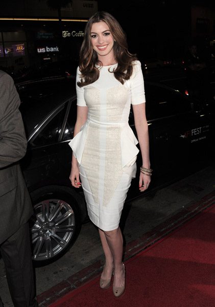 Anne Hathaway was a glamazon in Antonio Berardi at the premiere of her new flick Love and Other Drugs.