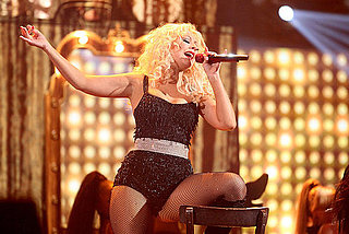 Christina Aguilera Performs Express as the American Music Awards 2010-11-21 20:28:01