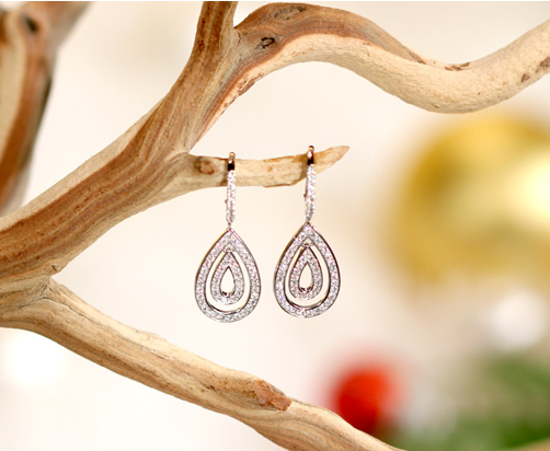 Oprah loves sparkle, so these Jessica Leigh diamond earrings by Dana Rebecca Designs ($1,900) were another one of her glitzy favorites. They come in 14-carat white gold, rose, or yellow gold — a perfect addition to your holiday outfit.