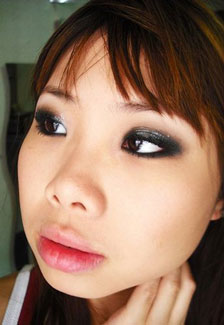 How to Get a Glossy Eye Makeup Look