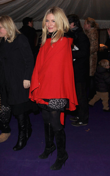 Sienna Miller got in the spirit of the holiday season for caroling in a gorgeous red hooded coat. Do I see a hint of leopard under there?