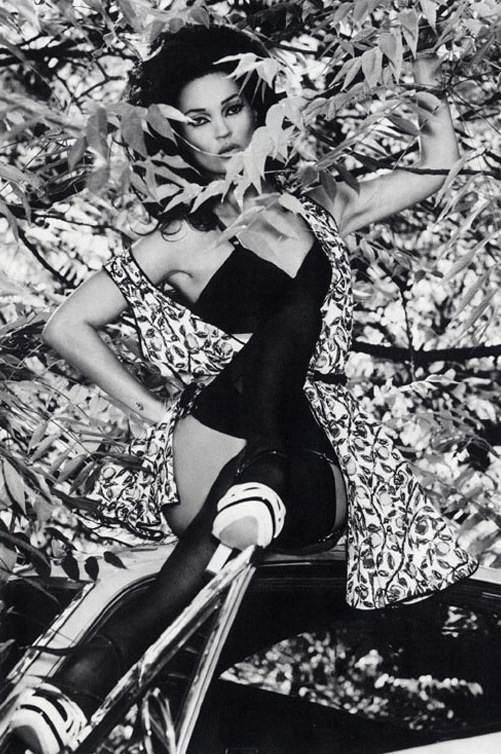 Kate Moss played the bombshell so well for Vogue Italia's December issue.