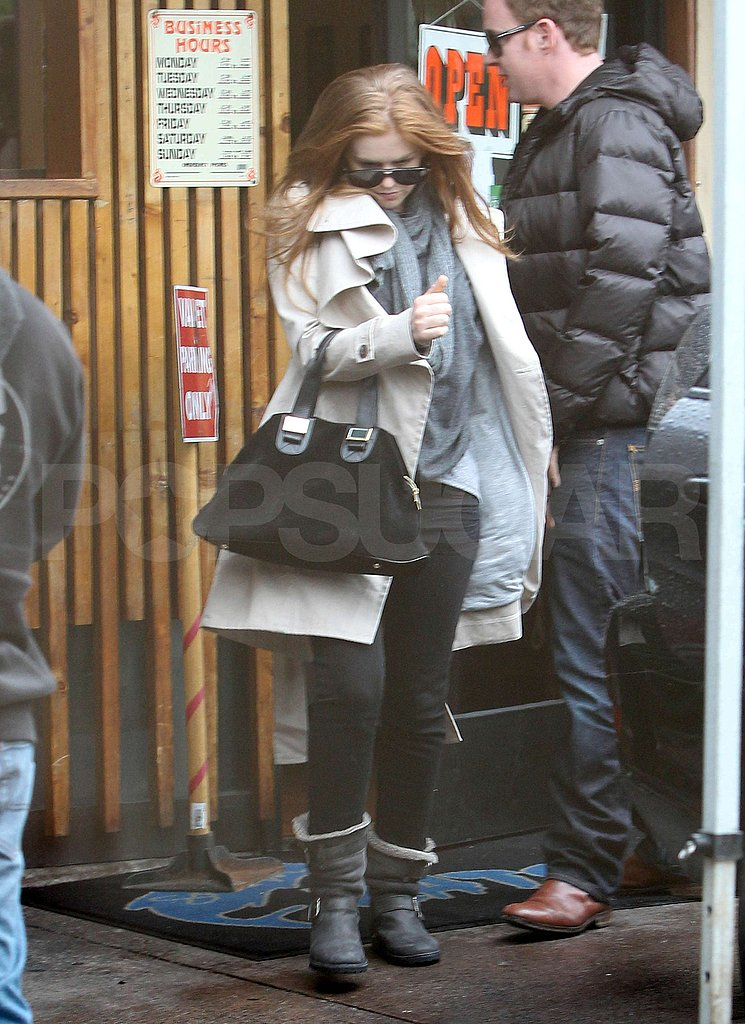 Isla Fisher Pops Up in LA to Ring in 2011 Stateside