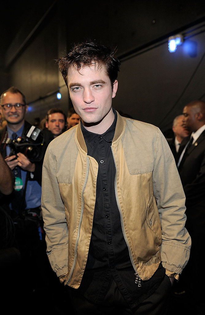 Pictures of Robert Pattinson at 2011 People's Choice Awards 2011-01-05 19:43:01