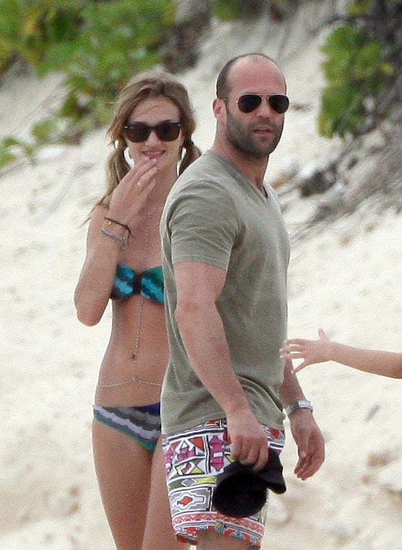 Bikini-Clad Rosie and Shirtless Jason Keep Enjoying Their New Year's Vacation!
