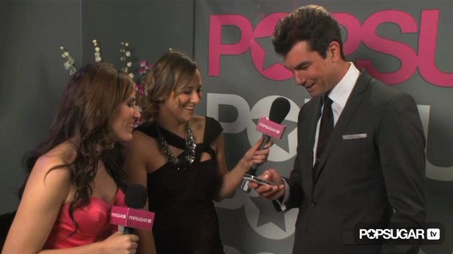 Backstage Video at the 2011 People's Choice Awards