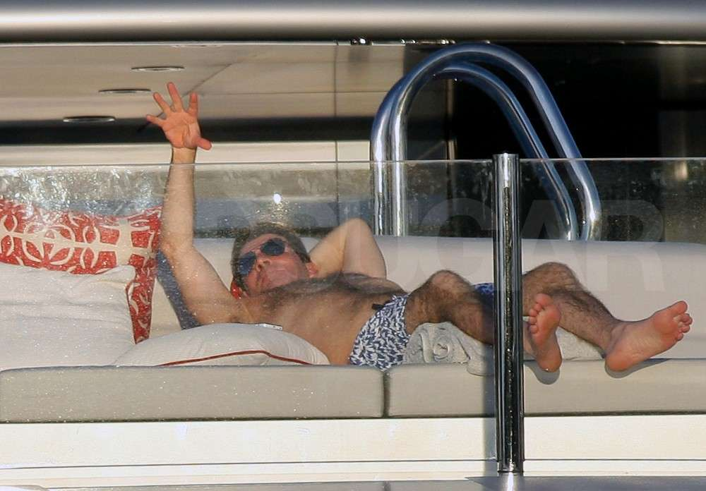 Simon Cowell Laps Up His Luxurious Life Shirtless on a Yacht
