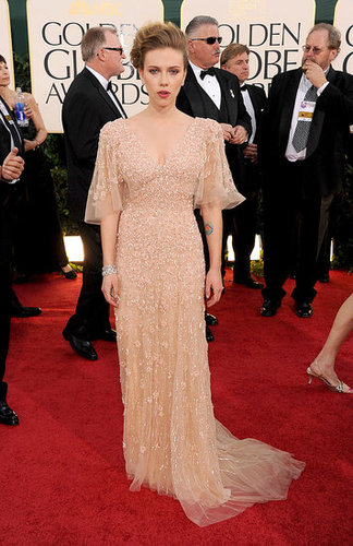Pictures of Scarlett Johansson in Elie Saab at Golden Globes Red Carpet 2011-01-16 16:30:01