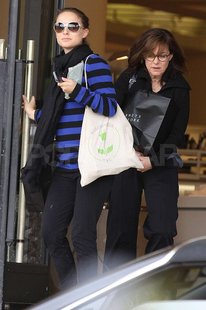 Pictures of Natalie Portman Shopping at Barneys With Her Parents in LA Before the No Strings Attached Premiere