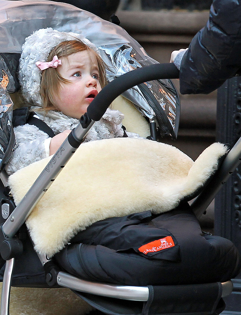 Sarah Jessica Parker Fights the Cold With Warm Hugs