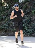 Jake Gyllenhaal Gets In Golden Globes Shape With a Muscle-Bound Tank Top Run