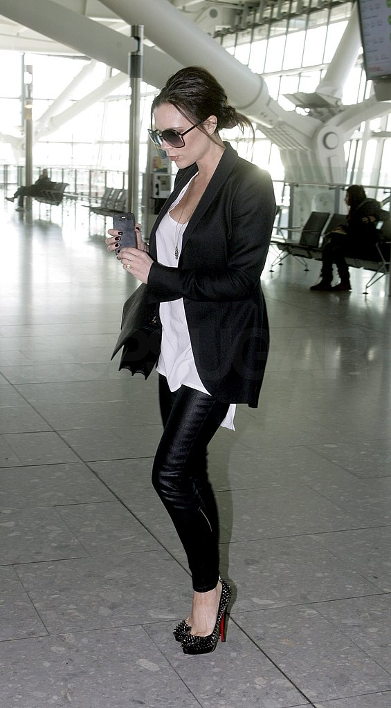 Pregnant Victoria Beckham Covers Her Bump With a Loose Tee at Heathrow!