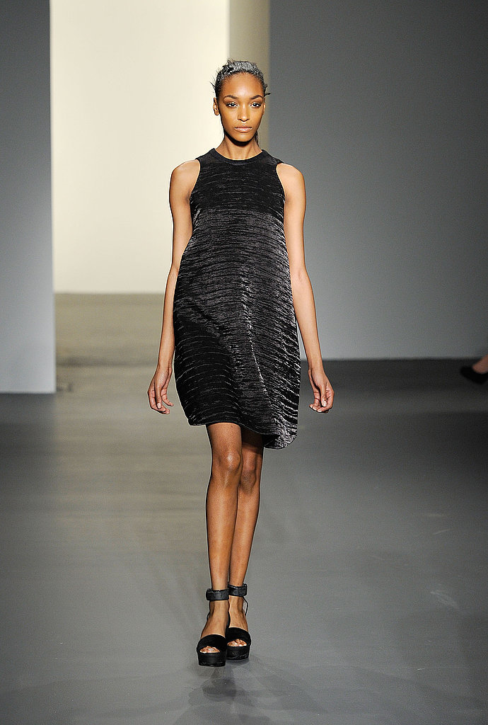 Fall 2011 New York Fashion Week: Calvin Klein Collection 2011-02-17 18:25:56