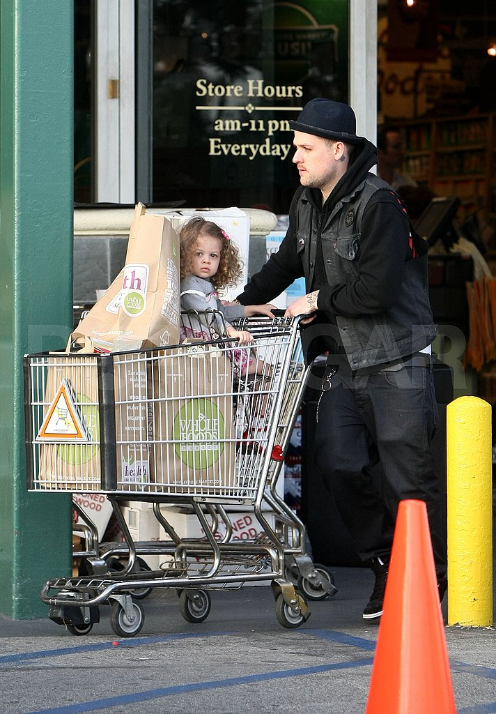 Joel and Harlow Do the Family Grocery Shopping as Nicole Hits the Gym