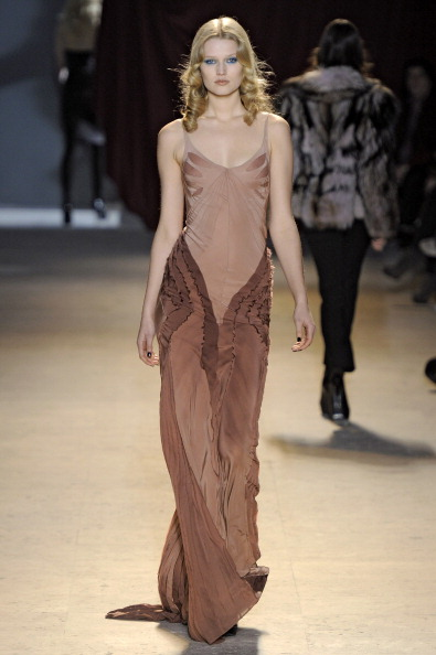 2011 Fall Paris Fashion Week: Zac Posen
