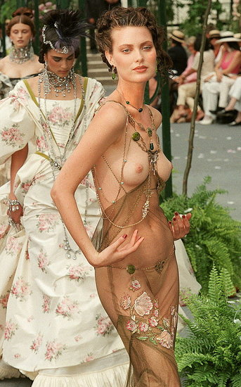 Shalom Harlow in Fall 1997 couture