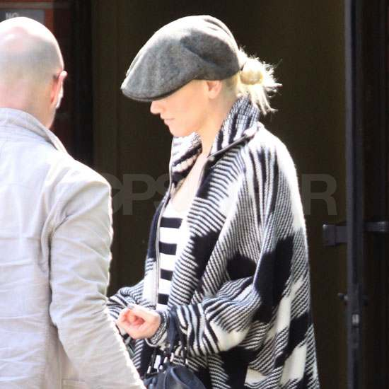 Gwen Stefani Goes Graphic to Take Care of Business
