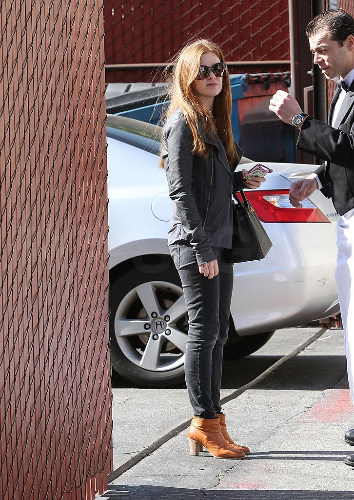 Pictures of Isla Fisher Running Errands Solo in LA