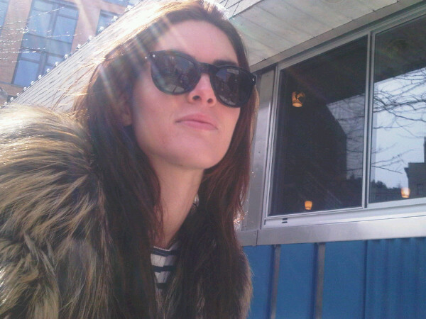 Hilary Rhoda had a sunny Saturday brunch in Tribeca — love the shades!