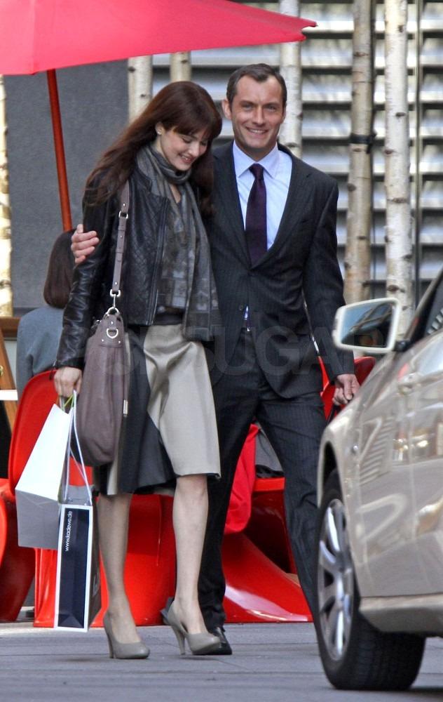 Jude Law Does a 360 and Finds Himself in the Arms of Rachel Weisz