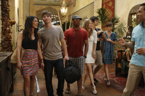 90210 Spring Break Sneak Peek: Swimsuits and Scandal!