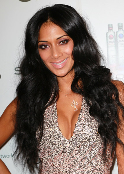 Nicole Scherzinger Hunts For Grocery Deals