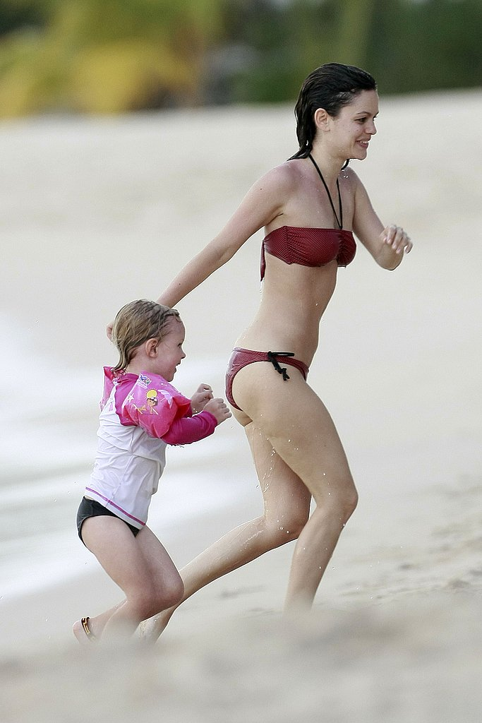Rachel Breaks Out Her Red-Hot Bikini For Another Day at the Beach With Hayden!
