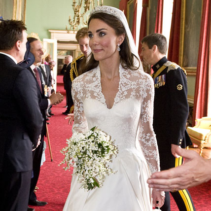 Pictures of Kate Middleton and Prince William's Royal Wedding Cake