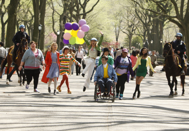 Word on the street is that the episode will have a Wizard of Oz vibe, which explains all the bright colors when New Directions arrives in NYC.