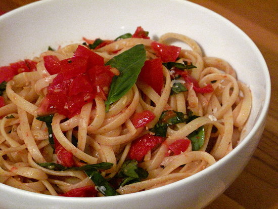 Pasta With Fresh Tomato Sauce