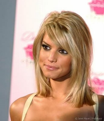 http://media3.onsugar.com/files/2011/05/21/3/1712/17129322/3e/2010_Short_Trendy_Haircuts_For_Women2.jpg