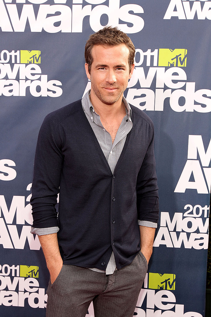 Ryan Reynolds Has No Fear During His Smokin' Hot MTV Awards Arrival